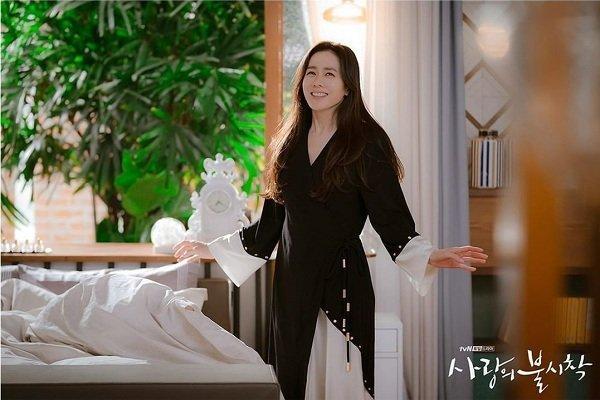 Loạt trang phục đắt xắt ra miếng của Son Ye Jin trong 'Hạ cánh nơi anh' khiến dân tình lóa mắt Ảnh 7