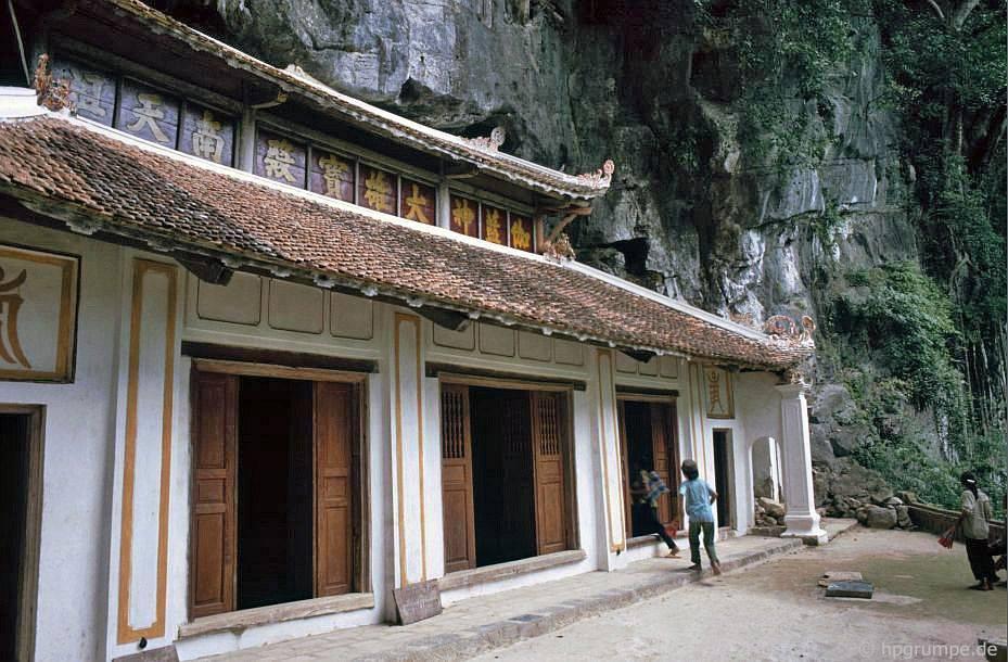 Tam Cốc - Bích Động (Ninh Bình) đẹp giản dị ở những năm 90 Ảnh 4