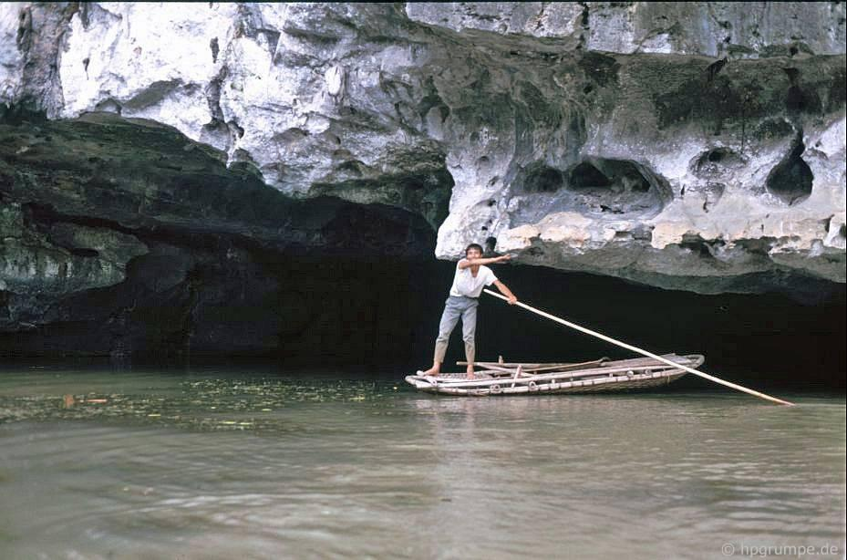 Tam Cốc - Bích Động (Ninh Bình) đẹp giản dị ở những năm 90 Ảnh 3