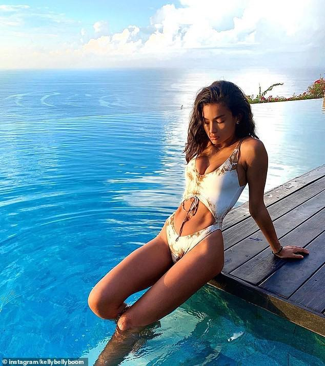 Siêu mẫu cao 1m80 Kelly Gale khoe thể hình tuyệt mỹ với bikini Ảnh 6