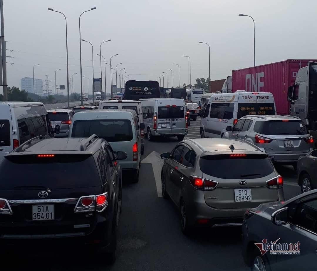 Lãnh đạo bến xe lớn nhất Sài Gòn 'khóc ròng' vì kẹt xe cao tốc dịp Tết Ảnh 2
