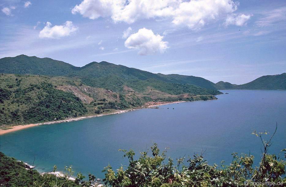Chùm ảnh màu 'cực độc' về xứ 'hoa vàng cỏ xanh' Phú Yên đẹp lạ lùng thập niên 90 Ảnh 4
