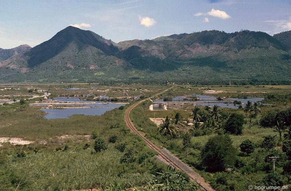 Chùm ảnh màu 'cực độc' về xứ 'hoa vàng cỏ xanh' Phú Yên đẹp lạ lùng thập niên 90 Ảnh 9