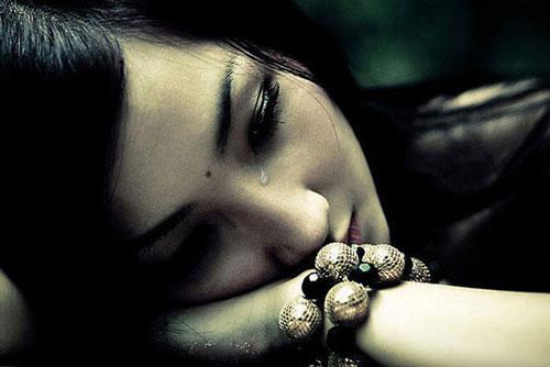 Âm thầm theo dõi chồng để rồi khóc ngất khi thấy cảnh tượng trước mắt Ảnh 1