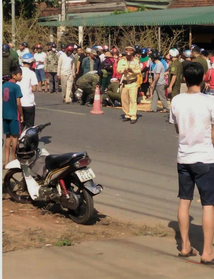 Trên đường về nhà, nữ sinh lớp 10 bị xe container tông tử vong Ảnh 1