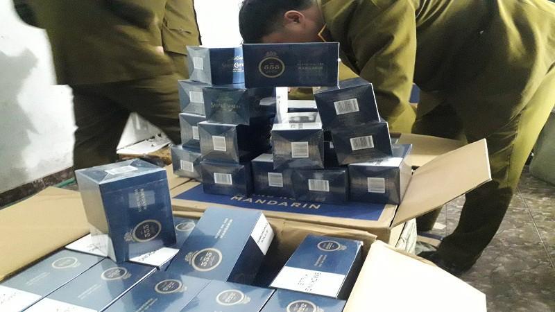 15.000 bao thuốc lá 555 bị thu giữ giữa Hà Nội Ảnh 1