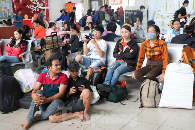 Bến xe lớn nhất Sài Gòn đông nghẹt ngày giáp Tết Ảnh 8