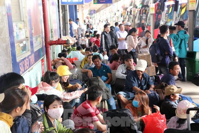 Bến xe lớn nhất Sài Gòn đông nghẹt ngày giáp Tết Ảnh 10