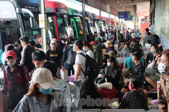 Bến xe lớn nhất Sài Gòn đông nghẹt ngày giáp Tết Ảnh 11