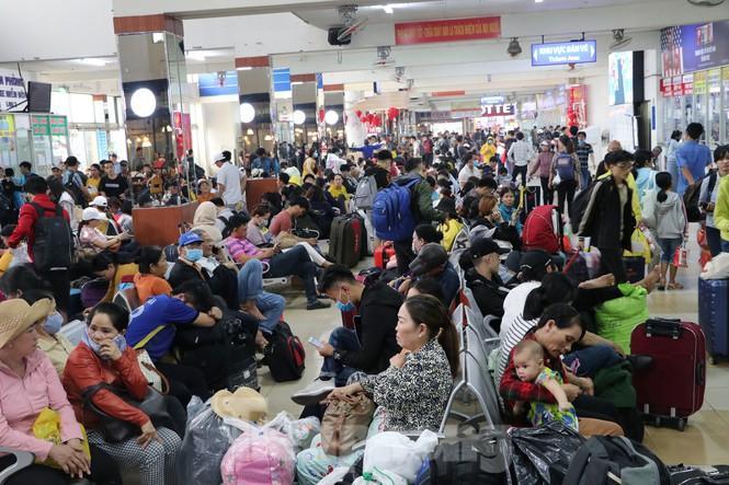 Bến xe lớn nhất Sài Gòn đông nghẹt ngày giáp Tết Ảnh 1