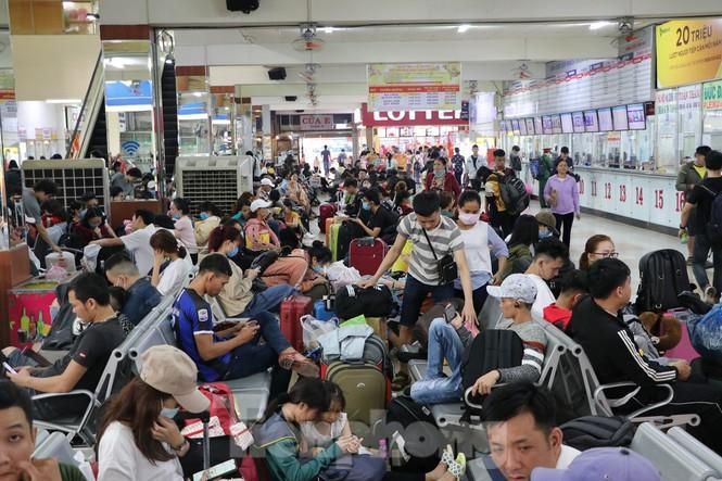 Bến xe lớn nhất Sài Gòn đông nghẹt ngày giáp Tết Ảnh 2