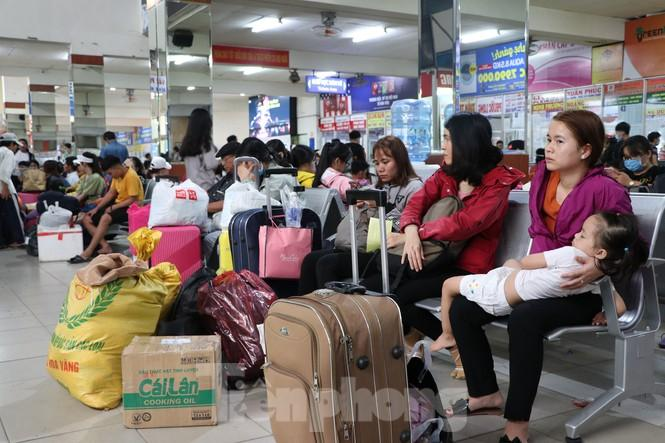 Bến xe lớn nhất Sài Gòn đông nghẹt ngày giáp Tết Ảnh 6