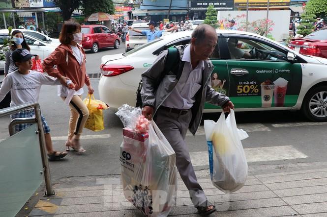 Bến xe lớn nhất Sài Gòn đông nghẹt ngày giáp Tết Ảnh 5