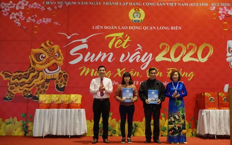 Đoàn viên công đoàn, người lao động quận Long Biên: Tưng bừng đón 'Tết Sum vầy' Ảnh 1