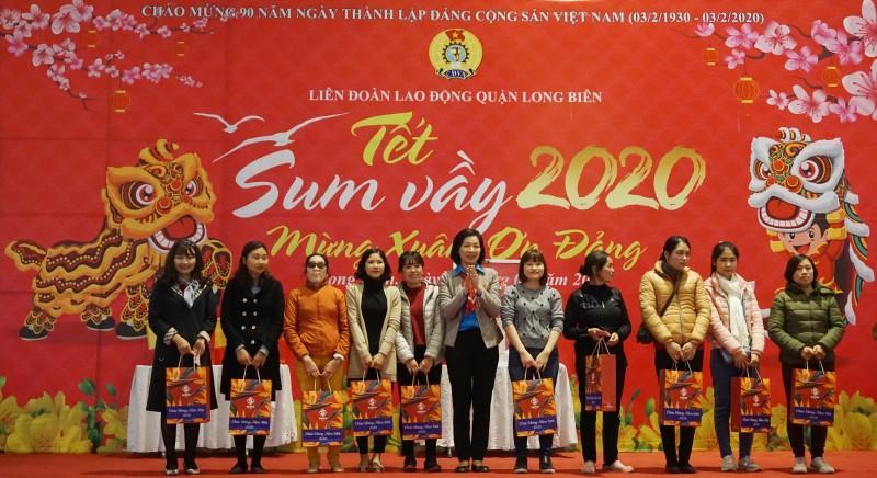 Đoàn viên công đoàn, người lao động quận Long Biên: Tưng bừng đón 'Tết Sum vầy' Ảnh 9