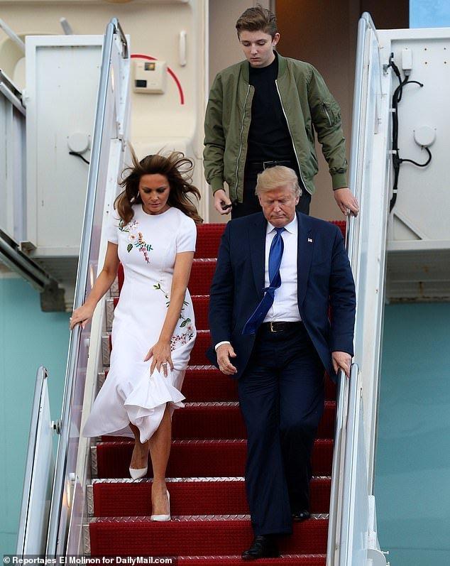 'Mượn' áo khoác của mẹ đi dự sự kiện gây quỹ, Barron Trump gây sốc vì vẻ điển trai Ảnh 3