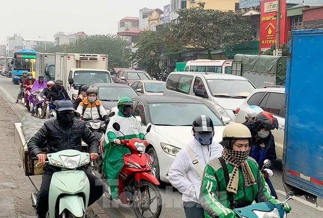 Người dân dùng phương tiện cá nhân về quê, bến xe Hà Nội vắng khách Ảnh 14