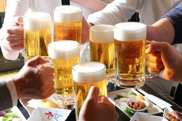 Rượu, bia ngày Tết: Bộ Y tế khuyến cáo mỗi ngày không uống quá 2 lon bia Ảnh 1
