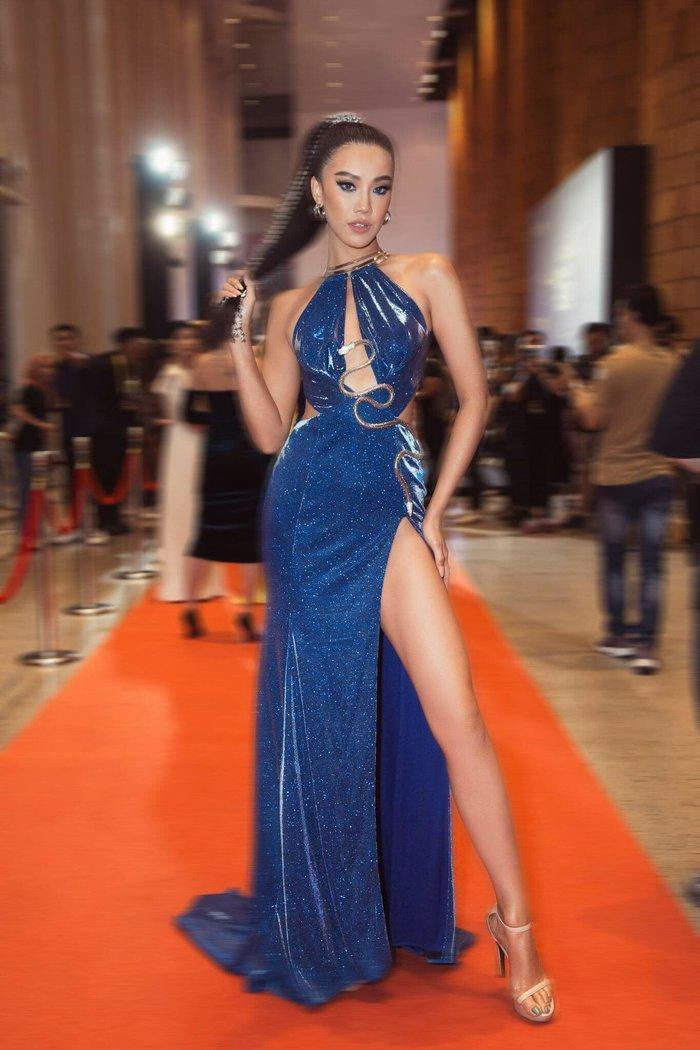 Diện váy mong manh mỏng như lưới đánh cá, Phương Trinh Jolie tức khắc dẫn đầu top sao đẹp tuần Ảnh 5