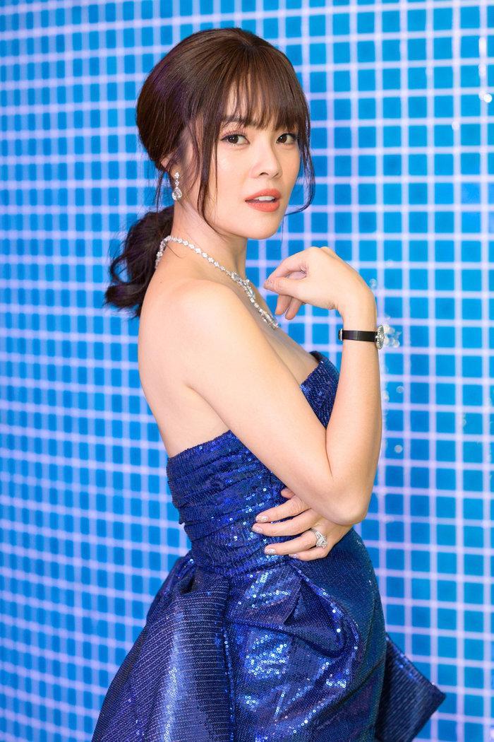 Diện váy mong manh mỏng như lưới đánh cá, Phương Trinh Jolie tức khắc dẫn đầu top sao đẹp tuần Ảnh 8