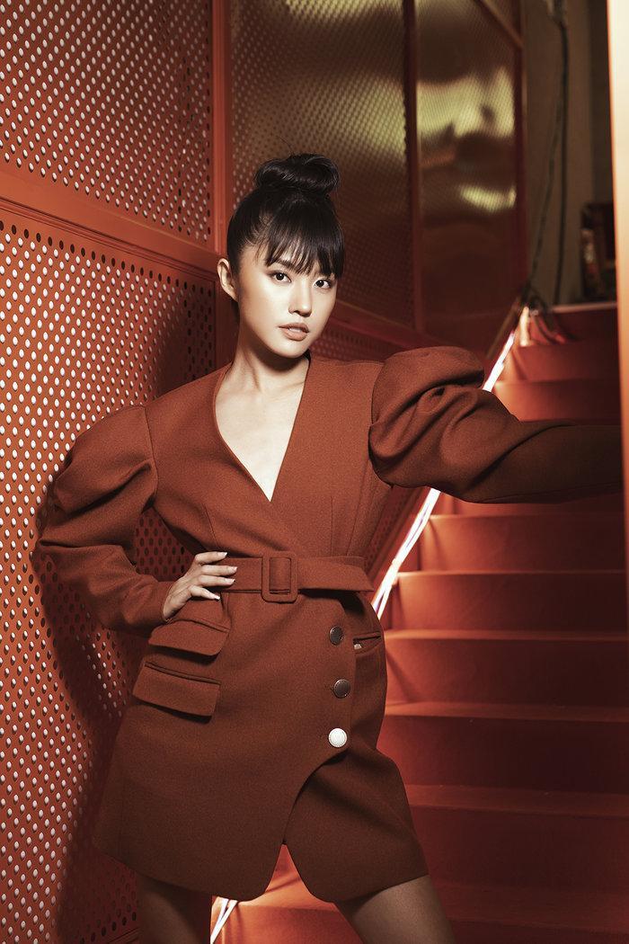 Diện váy mong manh mỏng như lưới đánh cá, Phương Trinh Jolie tức khắc dẫn đầu top sao đẹp tuần Ảnh 13