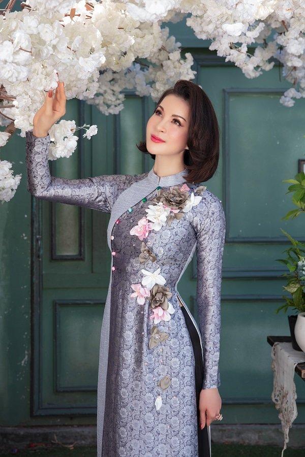 MC Thanh Mai khoe xuân sắc ngời ngời với áo dài dịp Tết Ảnh 3