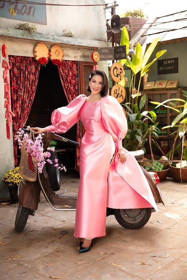 MC Thanh Mai khoe xuân sắc ngời ngời với áo dài dịp Tết Ảnh 5