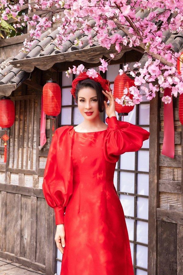 MC Thanh Mai khoe xuân sắc ngời ngời với áo dài dịp Tết Ảnh 6
