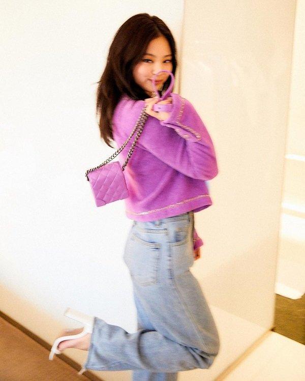 Mặc áo khoác giống Jennie Black Pink nhưng cách mix đồ của Chi Pu cao tay hơn hẳn Ảnh 5