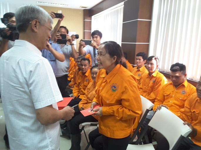Lãnh đạo TP HCM thăm công nhân Khu liên hợp Xử lý chất thải Đa Phước Ảnh 1