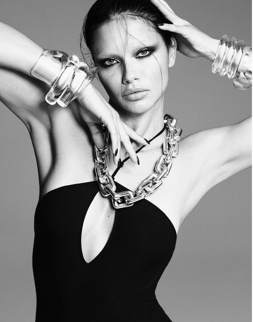 Dàn mỹ nhân chân dài Victoria's Secret đẹp xuất sắc trên Vogue Nhật Ảnh 5
