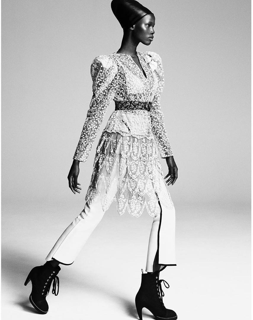 Dàn mỹ nhân chân dài Victoria's Secret đẹp xuất sắc trên Vogue Nhật Ảnh 25
