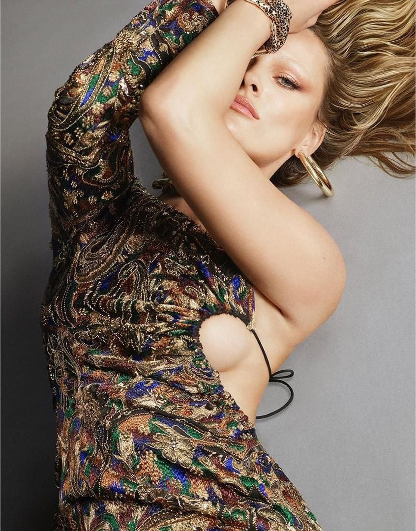 Dàn mỹ nhân chân dài Victoria's Secret đẹp xuất sắc trên Vogue Nhật Ảnh 17