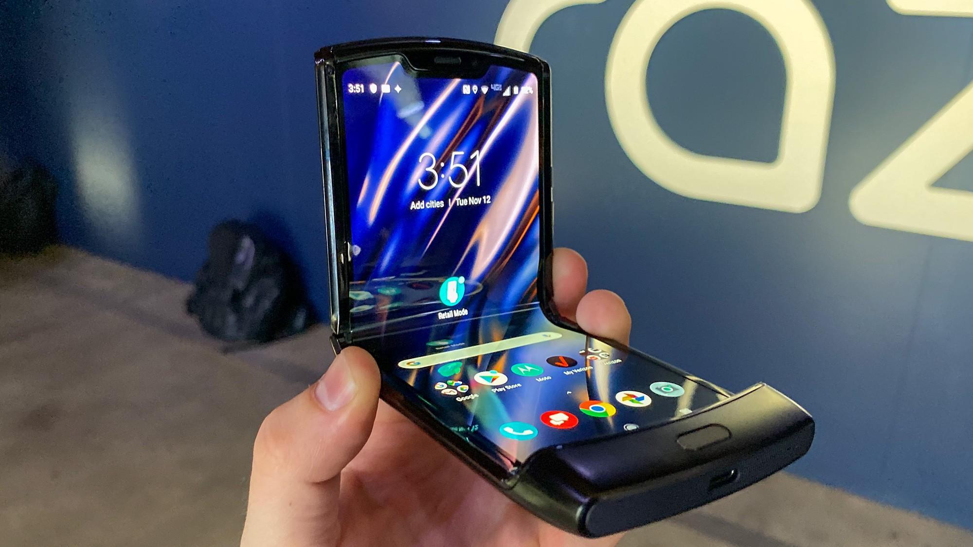 Điện thoại gập Motorola Razr sẽ lên kệ vào ngày 6/2 sau quá trình trì hoãn Ảnh 4