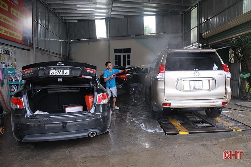Giá tăng gấp đôi, các tiệm rửa xe ở Hà Tĩnh vẫn 'làm không kịp nghỉ' Ảnh 6