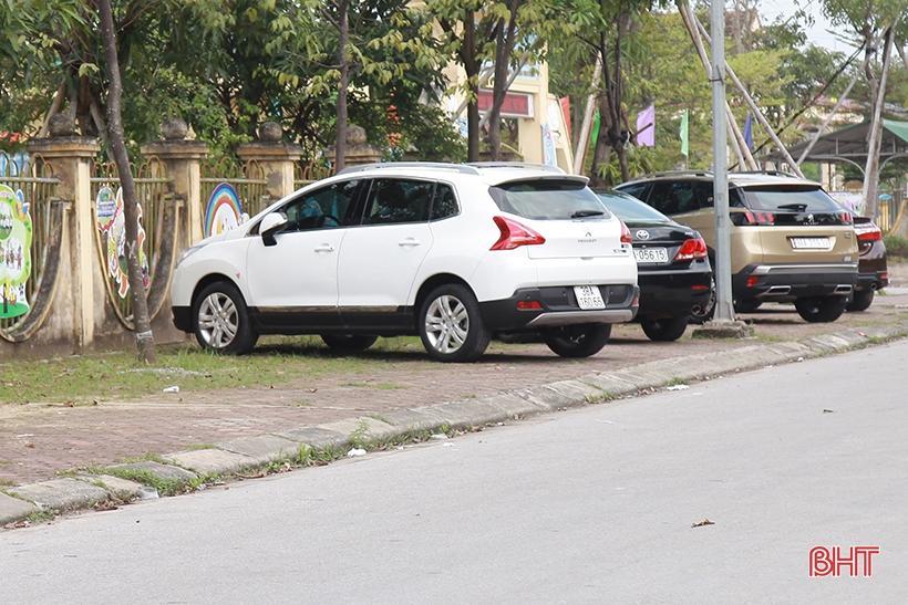 Giá tăng gấp đôi, các tiệm rửa xe ở Hà Tĩnh vẫn 'làm không kịp nghỉ' Ảnh 13