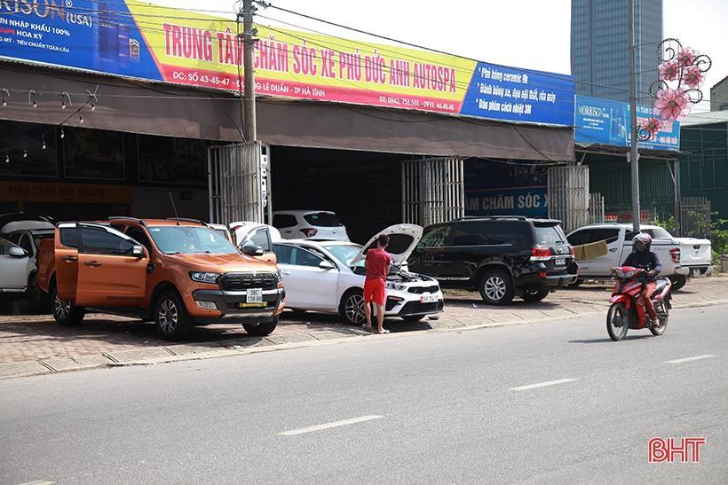 Giá tăng gấp đôi, các tiệm rửa xe ở Hà Tĩnh vẫn 'làm không kịp nghỉ' Ảnh 3