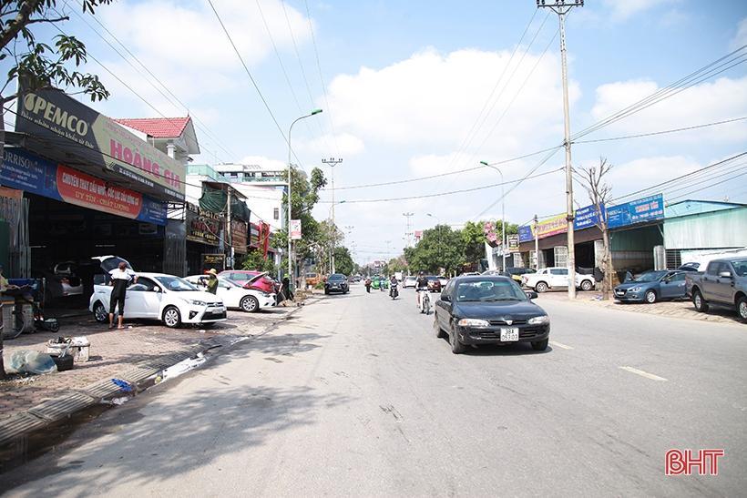 Giá tăng gấp đôi, các tiệm rửa xe ở Hà Tĩnh vẫn 'làm không kịp nghỉ' Ảnh 7