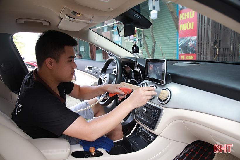 Giá tăng gấp đôi, các tiệm rửa xe ở Hà Tĩnh vẫn 'làm không kịp nghỉ' Ảnh 8