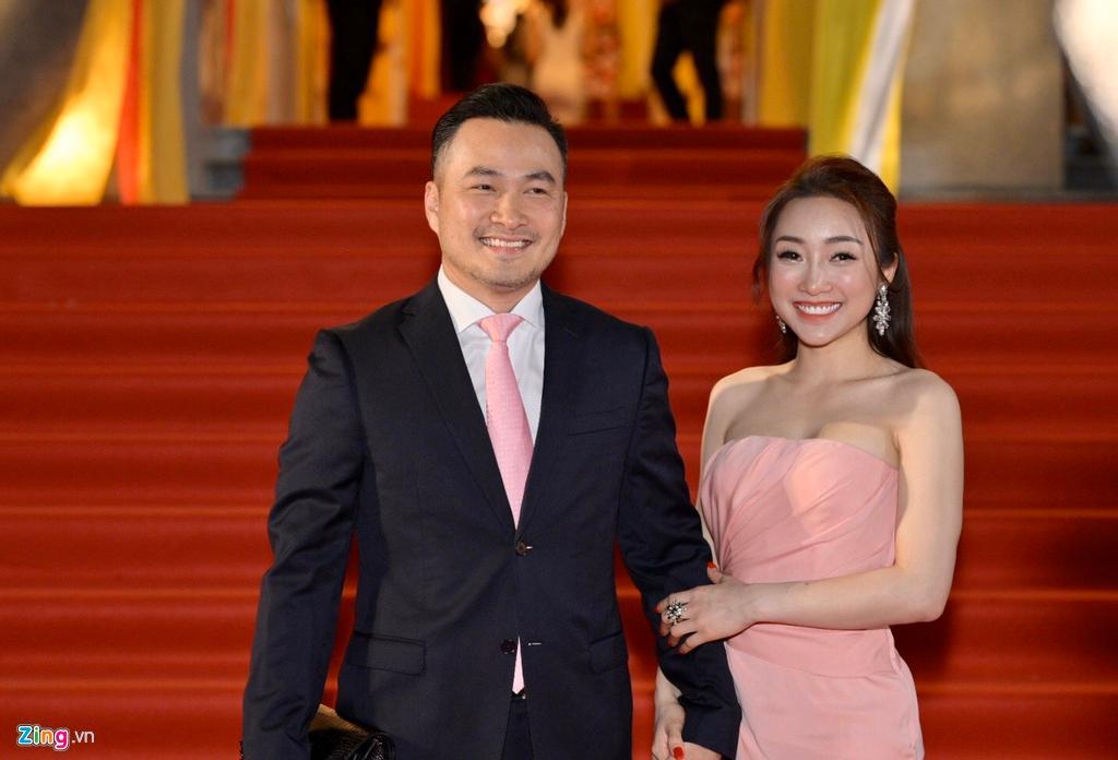 'Anh Chi Bảo đã ly hôn 2 lần, gia đình vẫn ủng hộ tôi yêu' Ảnh 1