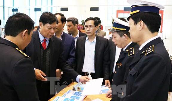 Thứ trưởng Bộ Y tế kiểm tra công tác phòng, chống dịch viêm phổi cấp ở biên giới Ảnh 1