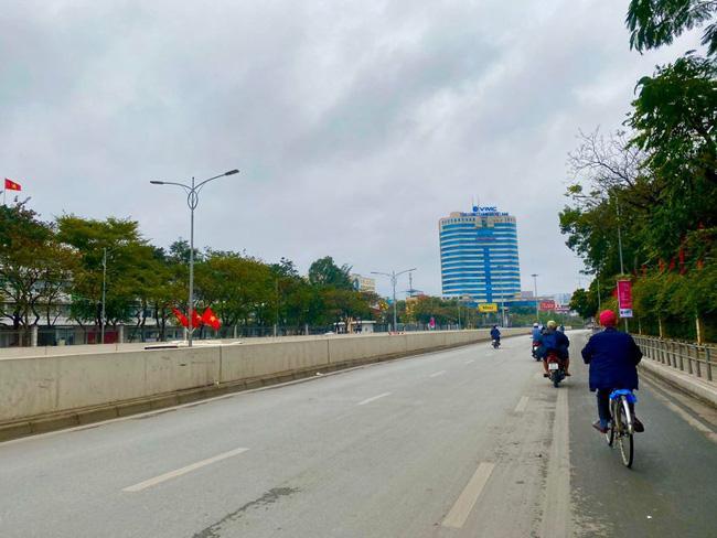Đường phố Hà Nội vắng vẻ và yên bình tĩnh lặng ngày 30 Tết Ảnh 4