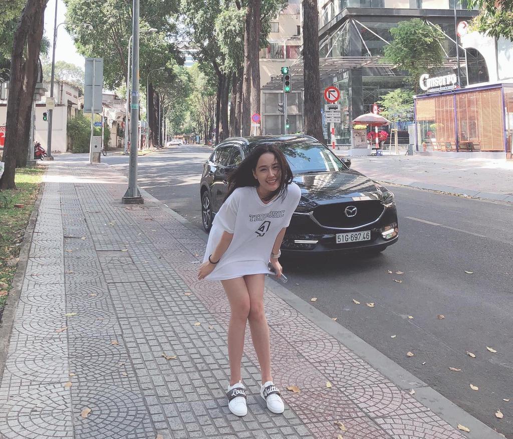 Mai Phương Thúy diện mốt giấu quần, Chi Pu khoe dáng với áo tắm Ảnh 2