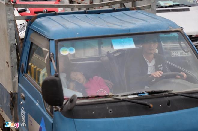 Người dân đổ về Hà Nội, cao tốc ùn tắc gần 10 km Ảnh 2