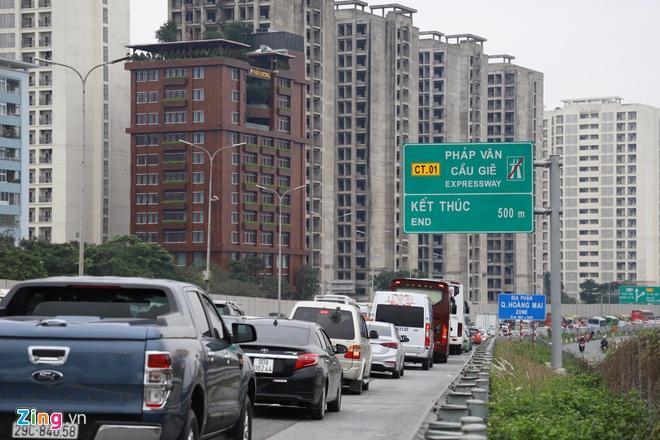 Người dân đổ về Hà Nội, cao tốc ùn tắc gần 10 km Ảnh 1