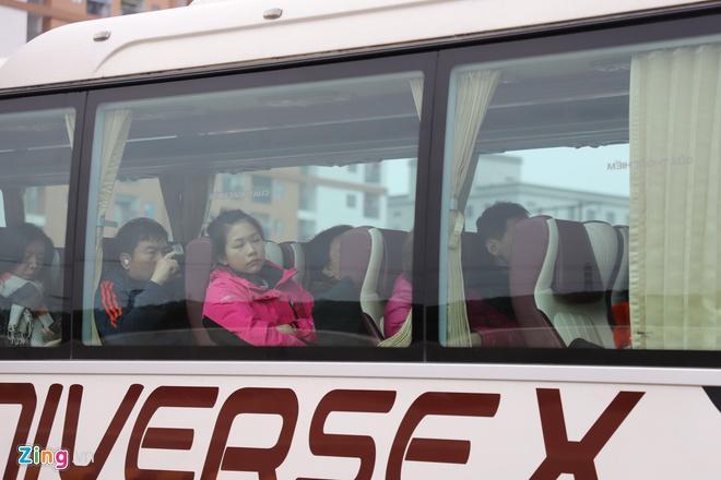 Người dân đổ về Hà Nội, cao tốc ùn tắc gần 10 km Ảnh 3