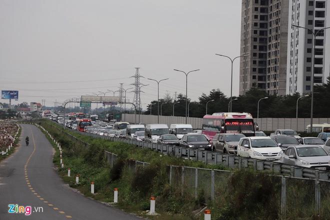 Người dân đổ về Hà Nội, cao tốc ùn tắc gần 10 km Ảnh 9