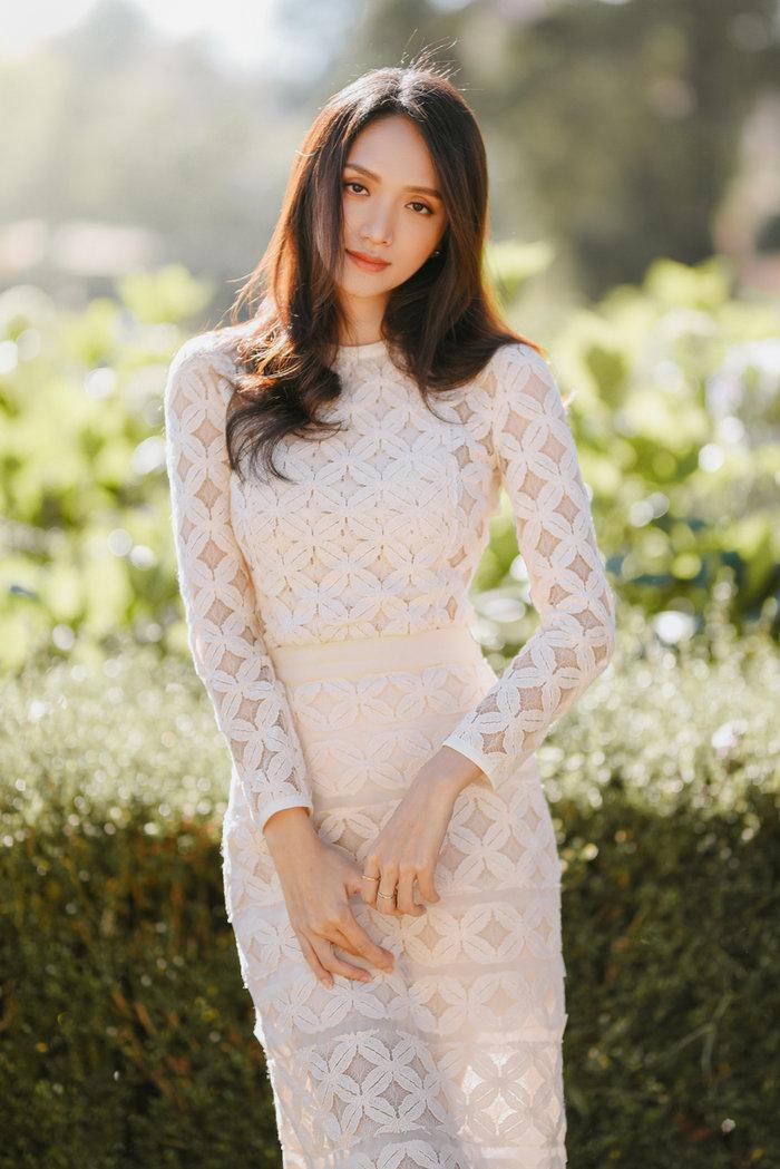 Hương Giang khoe vẻ đẹp tinh khôi đầu năm mới: Fan rộn ràng 'Sắp có MV ADODDA4 rồi' Ảnh 1