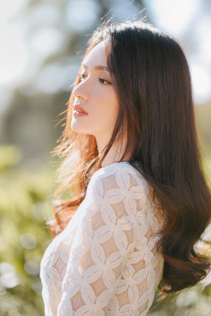 Hương Giang khoe vẻ đẹp tinh khôi đầu năm mới: Fan rộn ràng 'Sắp có MV ADODDA4 rồi' Ảnh 5