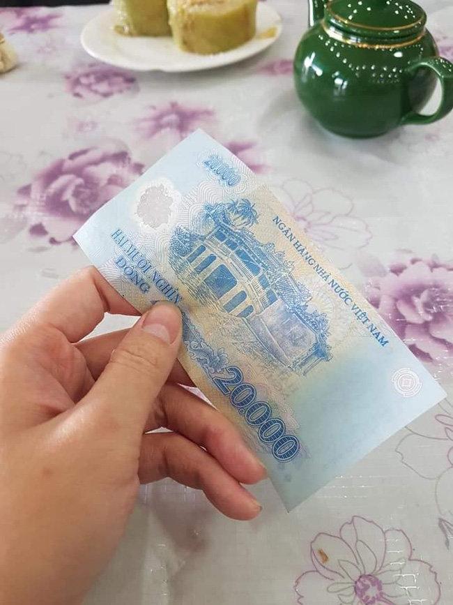 Bi hài chuyện khách Tây du lịch Việt Nam vào dịp Tết: 'Đánh liều' vào nhà dân xin ăn vì hàng quán đóng cửa Ảnh 3